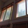 Limpieza de dos ventanas a una cierta altura