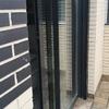 Puerta de aluminio con cristal puente térmico de acceso a terraza