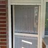 Mosquitera en puerta de aluminio