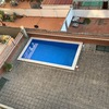 Colocacion de cesped artificial zona comunitaria piscina