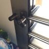 Reparar lamas de aluminio de una ventana