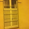 Fabricar e instalar rejas para ventanas de 2 pisos bajos