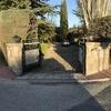 Puerta de acceso a chalet en guardarrama