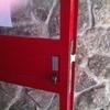 Varias cerrajería cambio bombín y muelle puerta entrada