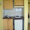 Cambiar muebles de cocina,  instalar puerta nueva en el baño