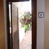 Construccion y colocacion de dos puertas exteriores