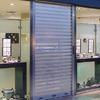Instalar puerta enrollable exterior en un pequeño negocio