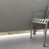 Barandilla / barra metallica en muro de terraza
