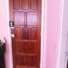 Instalación de cerradura en puerta de domicilio