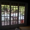 Instalar puerta corredera de aluminio con persiana y antimosquitos