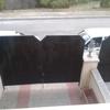 Fabricar e instalar estas dos puertas de acceso a la casa, y de acceso al garage