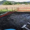 Eliminar desnivel jardín: muros de contención + relleno + plantar hierba
