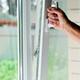 ¿Debo pedir la sustitución de una ventana de PVC que me han colocado con un perfil roto?