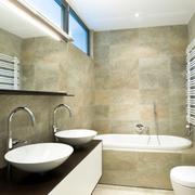 ¿Puedo instalar un cuarto de baño en una terraza que voy a cerrar?