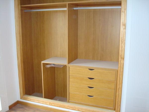Forrar armarios empotrados habitissimo for Papel pintado para puertas de armario